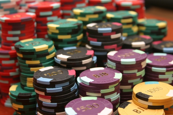 Online Betting Games With Poker